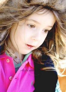 แมคเคนซี่ ฟอยสาวน้อยลูกสาวแวมไพน์