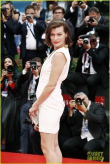 คุณแม่ท้องสอง มิลลา โจวิวิช อวดโฉมงานพรหมแดง Venice Film Festival 2014