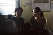 แอนเจลินา โจลี พบ ออง ซาน ซูจี ร่วมเยี่ยมแรงงานหญิงในเมียนมา