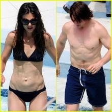 'เคที่ & ทอม' ควงคู่เล่นน้ำฉ่ำปอด