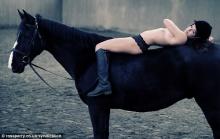7 สาวนักขี่ม้าผู้ดี โชว์หวิวเพื่อการกุศล