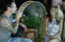 ตาร้อนผ่าวๆเลย เมื่อ สุดหล่อ 'อดัม เลอวีน' โชว์ซึ้ง ร้องเพลงให้เมียฟัง