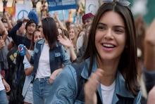 ดราม่าแล้ว! โฆษณา Pepsi ที่สาว เคนดัลล์ มาถ่ายทำที่เมืองไทยโดนแบน