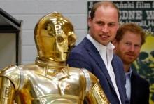 """""""เจ้าชายวิลเลียม-เจ้าชายแฮร์รี่"""" ร่วมแสดงภาพยนตร์ Star Wars"""