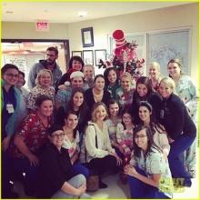 เจนนิเฟอร์ ลอว์เรนซ์ ใจบุญ เยี่ยมรพ.เด็ก วันคริสต์มาสอีฟ!