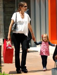 'เจนนิเฟอร์ การ์เนอร์' กับภาพท้องลูกคนที่ 3