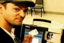 ผิดพลาดโดยสุจริต...จัสติน ลบภาพเซล์ฟี่คู่กับบัตรเลือกตั้งทิ้ง!?