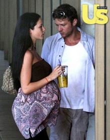 ไรอัน' ควงแฟนเก่าท้องแก่???