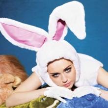 ไมลีย์ ไซรัส กับแฟชั่นเซ็กซี่น่ารักจาก V Magazine