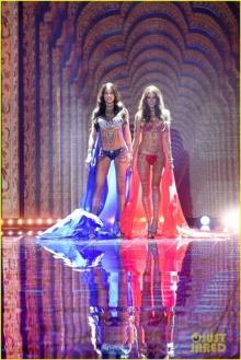 สวยเวอร์! เหล่านางฟ้าจากงาน Victoria's Secret Fashion Show 2014