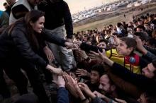 สวยใจบุญ! โจลี่ เยือนอิรัก เยี่ยมผู้ลี้ภัยความรุนแรง!