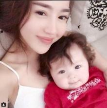 ภาพคู่ แม่-ลูกนางฟ้า 'เอลลี่ ทราน ฮา' กับลูกสาวสุดน่ารัก