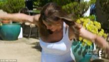 โชว์จะจะครั้งแรก สาวข้ามเพศ แคทรีน เจนเนอร์ ในชุดว่ายน้ำสีขาวบริสุทธิ์