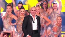 Pitbull ขึ้นแสดงเพลง Firebal ครั้งแรกที่เวที America's Got Talent 2014 รอบ Final