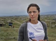แองเจลิน่า โจลี่ ซุ่มเลี้ยงเด็กชาวซีเรีย