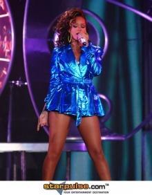 Pic: Rihanna สุดพลัง @ Liverpool