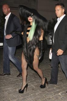 Pic: เลดี้ กาก้า กับชุดสุดเริ่ด(ความแปลก) ของเธอ!!!