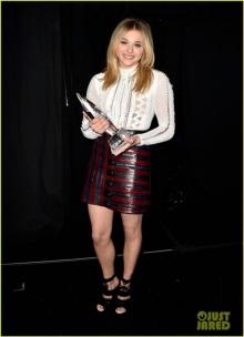 โคลอี้ มอร์เรทซ์ คว้ารางวัลใหญ่จาก People's Choice Awards