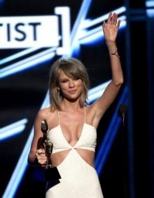 Billboard Music Awards 2015 เทเลอร์ สวิฟต์ กวาดรวด 8 รางวัล