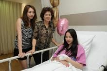 นักร้องสาว โฟร์ ปวดท้องรุนแรง แม่หามส่งโรงพยาบาล หมอชี้ลำไส้ติดเชื้อ