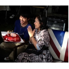 ภาพสุดซึ้ง!เจมส์ จิ หอบเค้กเซอร์ไพร้ซ์HBDคุณแม่