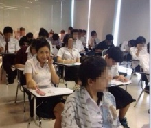 แอบดู ใบเตย อาร์สยาม กับชุดนักศึกษา ในห้องสอบ!