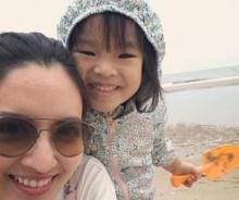 สนุกมั้ย?? เมื่อ แอฟ-ปีใหม่ ต้องเล่นทรายที่ชายหาดกันสองแม่ลูก