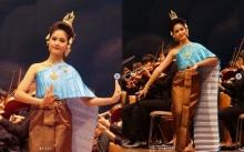 สาวน้อยชุดไทยสไบฟ้า ยิ่งโตยิ่งอ่อนช้อยงดงาม สมแล้วที่มีคุณแม่เป็นดาราดังในวงการ!? (มีคลิป)