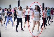 สเต็ปนี่โดน!!เจนี่ สวมวิญญาณคุณครูสอนเต้นโชว์ลีลาแดนซ์(คลิป)