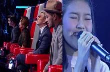 โค้ชลุ้นสุดหัวใจ!! กดในวินาทีสุดท้าย!! สาวร้องเพลง อยู่อย่างเหงาๆ ทำเวที The Voice เกือบน้ำตาแตก