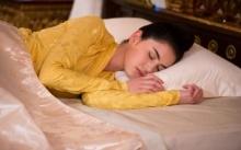 """""""ใหม่ ดาวิกา"""" ขนาดนอนยังสวย!! ในละคร บ่วงบรรจถรณ์"""