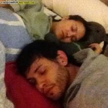 ทาทาป่วยแต่กำลังใจดีแฟนหนุ่มนั่งเฝ้า-นอนเฝ้าไม่ห่าง!