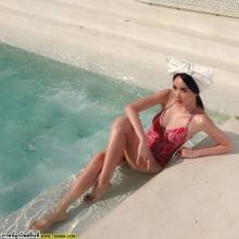 อวดหุ่นสวย โชว์เซ็กซี่กับชุดว่ายน้ำครั้งแรก โฟร์ - มด
