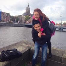 แพนเค้ก  หอบครอบครัวและ สารวัตรหมี บินตรงเที่ยวอัมสเตอร์ดัม