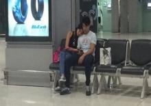นาวิน ต้าร์ และ แฟนเด็ก ซบกันกลางสนามบิน