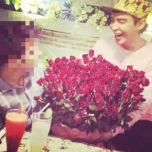 นาธาน ปลื้ม สามีเซอร์ไพรส์มอบดอกกุหลาบ 999 ดอก