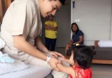 เผยภาพสะเทือนใจ น้องมะลิ ตอนตัวเล็กๆไปเยี่ยม พ่อปอ ป่วยที่โรงพยาบาล