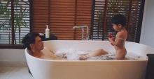 """""""ลิเดีย"""" เล่าเรื่องฮาๆ เมื่อ """"น้องดีแลน"""" เห็นงูขณะอาบน้ำกับคุณพ่อ """"แมทธิว"""""""