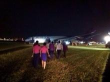 บินไทย ลงจอดระทึกไถลหลุดรันเวย์ไฟลุกท่วม เจ็บนับสิบ - วีรภาพ พระเอก 7 สีอยู่ด้วย!