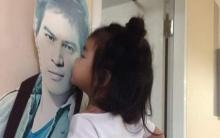 น้ำตาคลอ!! เมื่อเห็นน้องมะลิ จูบรูปพ่อปอ ในวันที่วิกฤตหนัก!!