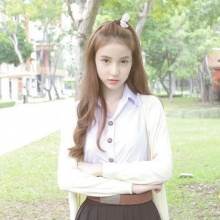 โยชิ ลุคใสๆ ในชุดนักศึกษา ออร่าความสวยกระจาย