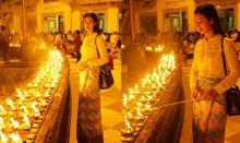 มิ้นต์ ชาลิดา ในลุคสุดงดงาม เยือนพม่าสักการะพระมหาธาตุเจดีย์ชเวดากอง!