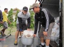 เต๋า-จาแจกอาหารคนติดเกาะเมืองกรุงเก่า