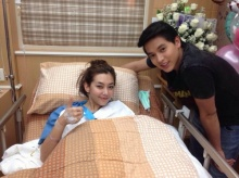 เจมส์-จิ เยี่ยมเบลล่า โล่งใจอาการดีขึ้นหลังผ่าตัดแขนหัก