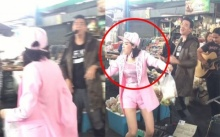 ดาราสาวชื่อดังโชว์เต้นข้าง นักร้องเปิดหมวก กลางตลาด! ทำพ่อค้าแม่ค้า ยิ้มแก้มปริ!