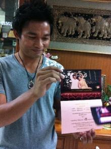 ซูมให้เห็นกันจะจะ การ์ดแต่งงาน ของจา พนม