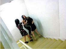 ปลิวว่อน!!ภาพหลุด กระเทย เอมมี่รุมตบสาวประเภทสองคู่กรณี!!