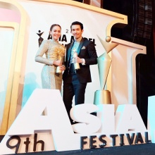 อั้มควงนัท รับรางวัลที่เกาหลี