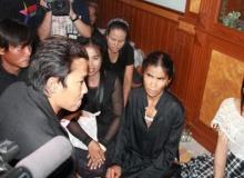 จา พนม โผล่กราบศพพ่อ ! ร่ำไห้กอดแม่ด้วยความเสียใจ
