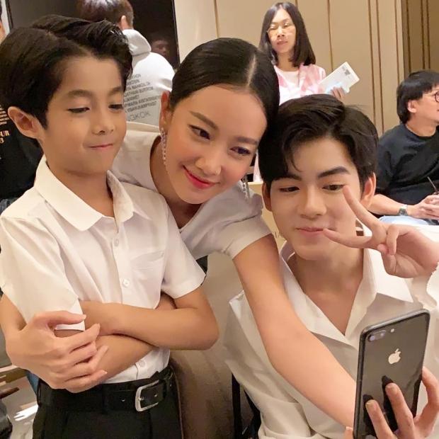 เปิดภาพล่าสุด ลูกชายแม่ลำยอง โตเป็นหนุ่มกันหมดแล้ว แถมหล่อไม่เบา